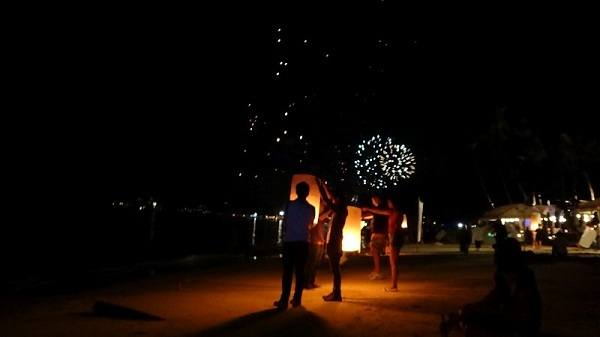Beach sand, lanterns, fireworks and a lot of alcohol - New Years Eve 2011 / 2012 on Chaweng Beach, Koh Samui, Thailand