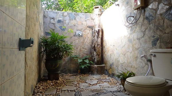 Utopia Resort - The outdoor Thai bathroom