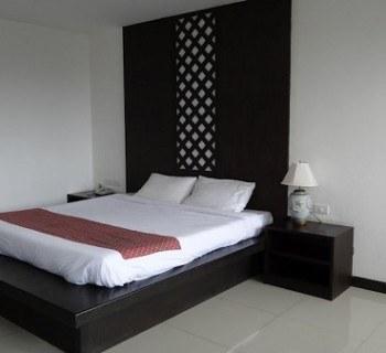 Nanaburi hotel bed Chumphon