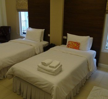 Our very very comfy twin bedded room with clean bedding