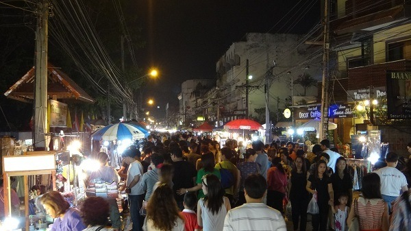 Chiang Mai's Saturday Walking Market - Crowds