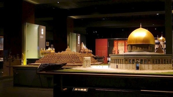 models of religious buildings at the Museum of World Religions