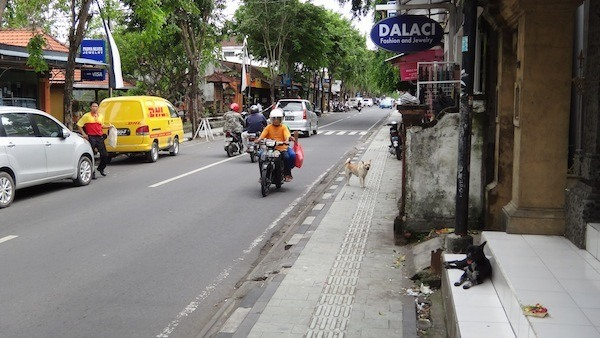 Jalan Legian in the morning. It is normally way more busier than this!