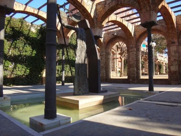 a sculpture in parc del clot Barcelona