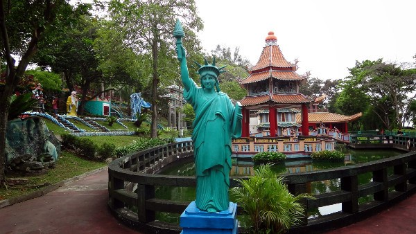 Statue of Liberty Haw Par Villa Singapore