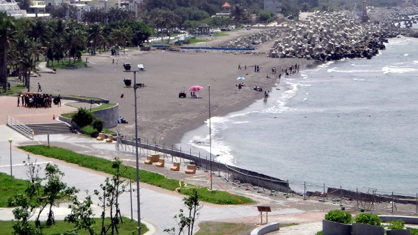 the beach at kaohsiung